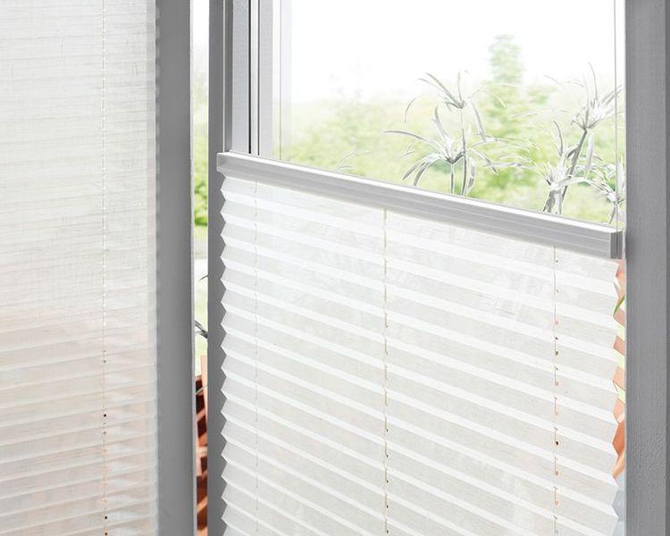 plissee f r balkonverglasungen faltglasw nde und hebeschiebeglast ren dekofactory. Black Bedroom Furniture Sets. Home Design Ideas