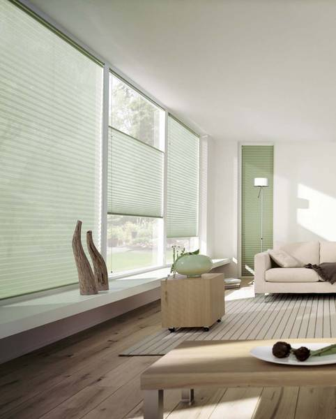 Wohnzimmer mit jalousien und gardinen dekofactory - Plissee wohnzimmer ...
