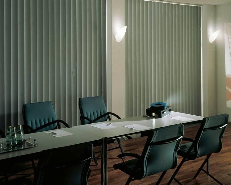 abdunkeln eines raumes dekofactory. Black Bedroom Furniture Sets. Home Design Ideas