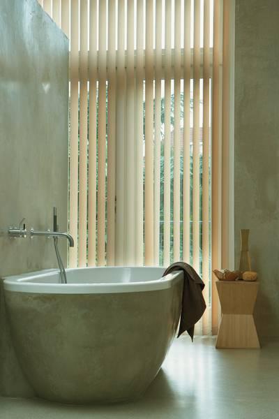 badezimmer mit sichtschutz dekofactory. Black Bedroom Furniture Sets. Home Design Ideas