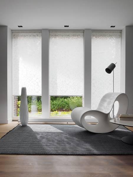 wohnzimmer mit jalousien und gardinen dekofactory