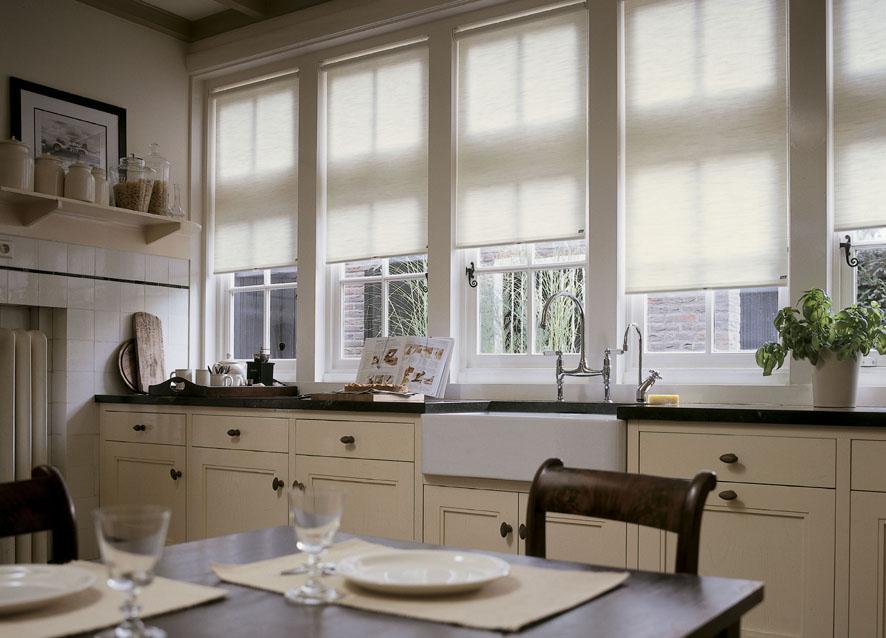 Rollos in der Küche
