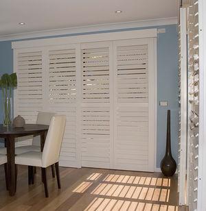 Shutter und Jalousien nach Maß mit Lamellen und im aktuellen Design. Passend für alle Fenster und Türen. In München ☎ 089-51616700