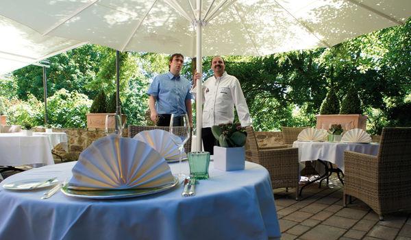 Sonnenschirm, Ampelschirm, Schirmständer, Gartenmöbel und Zubehör – Alles in einem Shop ► alles bei Dekofactory in München☎089-51616700