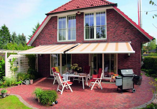 Eine Terrasse ist toll, eine Markise macht es perfekt. Holen Sie sich Ihr Sommerfeeling.