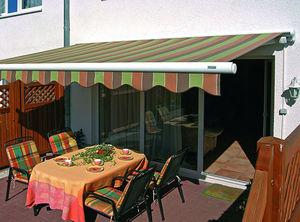 Geniessen Sie Ihre Terrasse auch im Hochsommer. Mit den Markisen von Dekofactory Berlin.