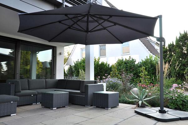 Für Ihre Gartenmöbel haben wirden passenden Sonnenschirm auf Lager